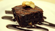 Browni Tarifi – Çikolatalı Kakaolu Islak Brownie Kek Tarifi