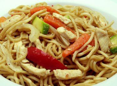 Tavuklu Noodle Tarifi   Sebzeli Çin Yemeği Yapımı