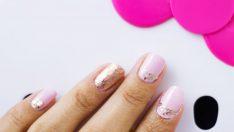 Toz Pembe Çiçekli Tırnak Süslemesi – Bayrama Özel Oje Deseni (Nail Arts)