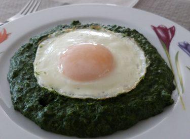 Yumurtalı Ispanak Tarifi | Ispanak Yemeği Tarifleri | Ispanak Yemeği Yapımı