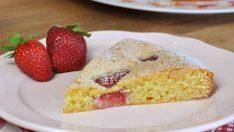 Kolay Çilekli Kek Tarifi | Meyveli Kek Nasıl Yapılır?
