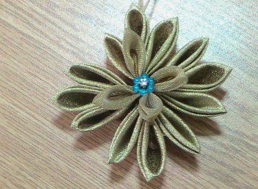 Simli Kurdeleden Çiçek Yapımı
