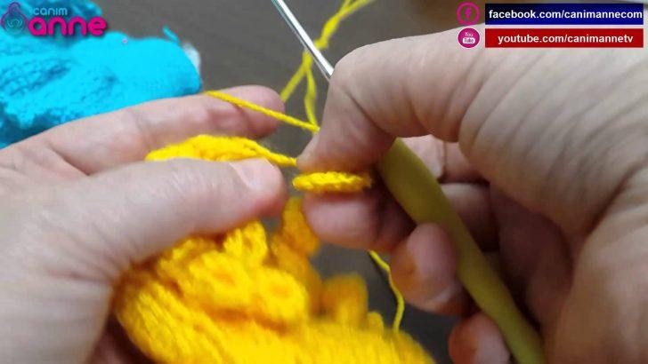 Örgü oyuncak bebeklerde kıvırcık saç yapımı