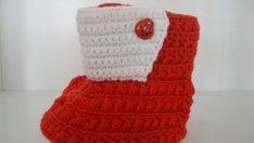 Bebekler için Kırmızı Bot Örülüşü
