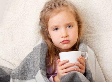 Çocuklarda Boğaz Enfeksiyonlarının Nedenleri, Belirtileri ve Tedavi Yöntemleri
