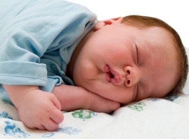 Bebeklerde Uyku Gelişimi Nasıl İlerler?