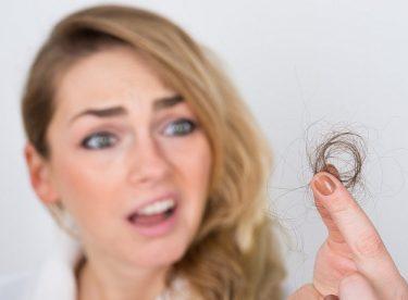Saç Dökülmesinin Nedenleri ve Dökülmeyi Önleyen Besinler