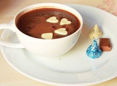 Kışın En Popüler İçeceği Ev Yapımı Sıcak Çikolata Tarifi