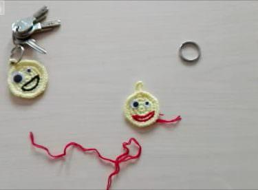 Tığ işi emoji anahtarlık yapımı