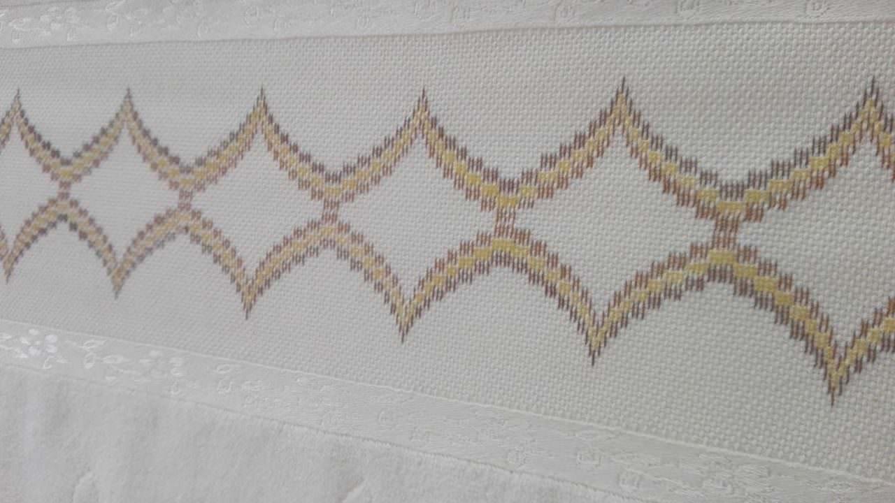 Bargello Modeli Havlu İşleme
