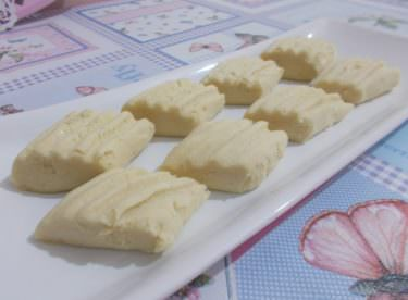 Ağızda Dağılan Pastane Usulü Un Kurabiyesi Tarifi!